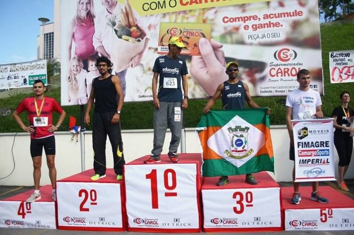 Corredor de Camboriú fica com o bronze na 1ª Meia Maratona de Guabiruba