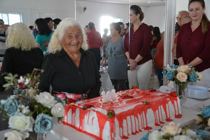 Idosa de Camboriú ganha festa de aniversário em celebração aos 104 anos de idade