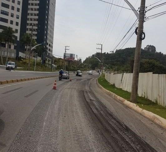 Secretaria de Obras trabalha na contenção da Rodovia Osvaldo Reis
