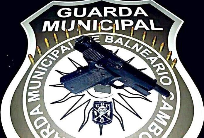pistola com 14 munições