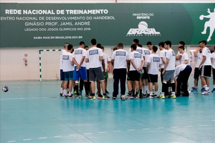 Atletas de Itajaí participam do Acampamento Nacional de Desenvolvimento e Melhoria Técnica de Handebol