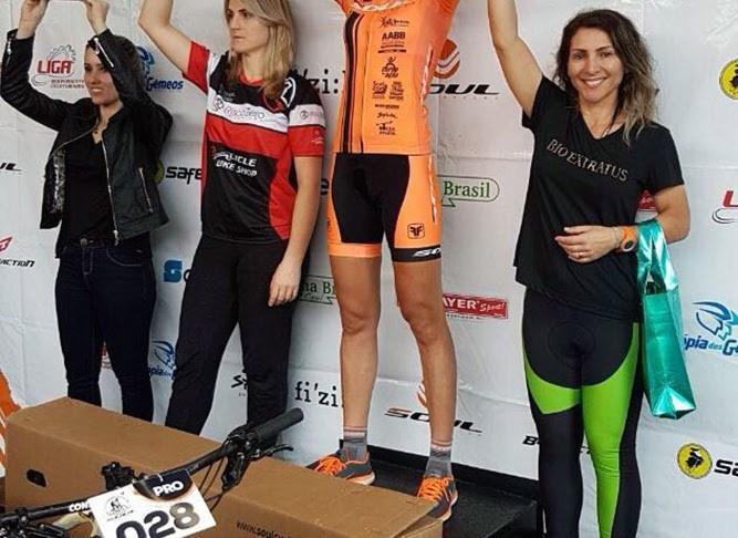 Ciclista de Camboriú garante o bronze em circuito de mountain bike