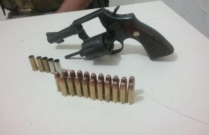 revolver e 21 munições