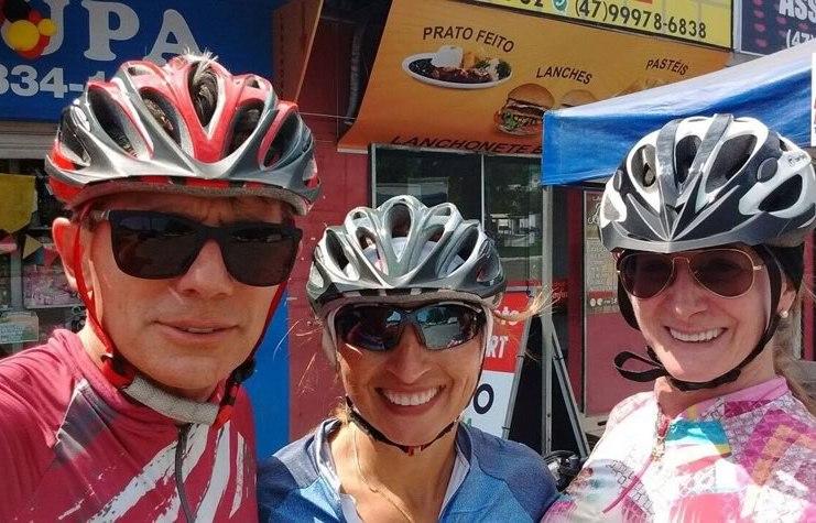 trio de ciclistas