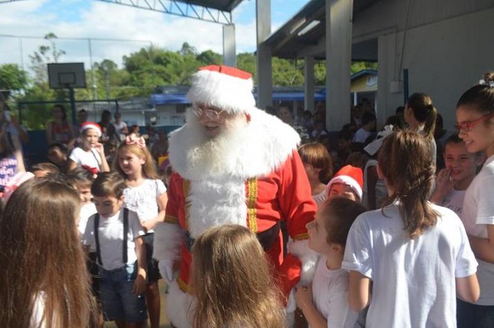 Escola realiza festa de Natal