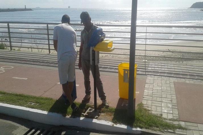 Secretaria de Obras instala mais de 30 lixeiras no caminho das praias