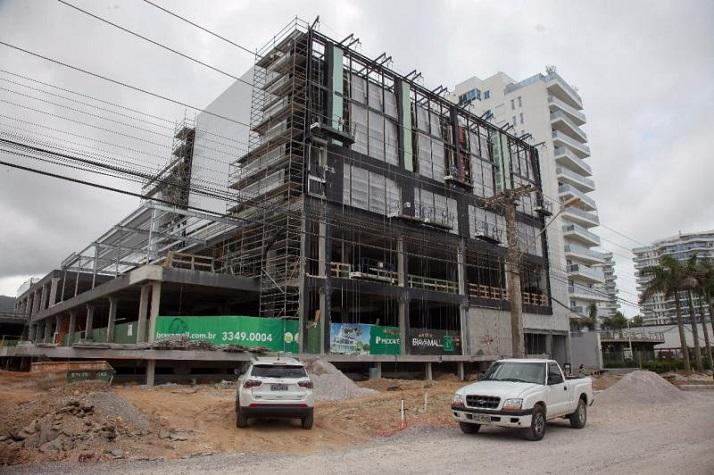 Urbanismo vistoria obra na Praia Brava