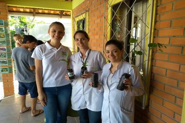 Famai doa mais de mil mudas de árvores em Itajaí