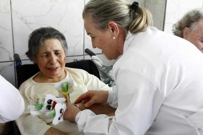 Saúde Bucal Lar de Idosos 27 10 17 Foto Celso Peixoto 62