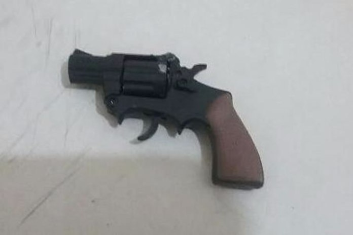 simulacro de revolver