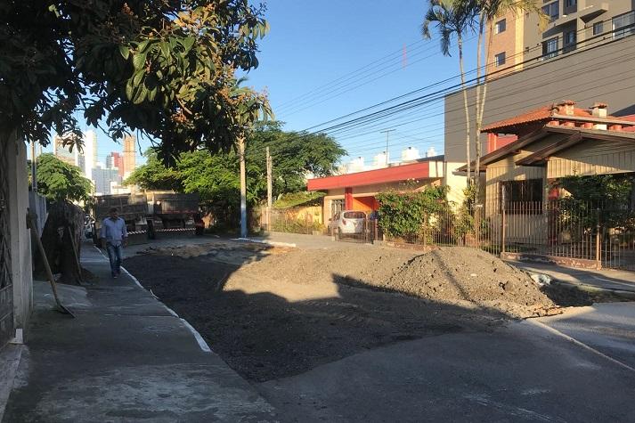 Requalificação do asfalto está na Rua Noruega