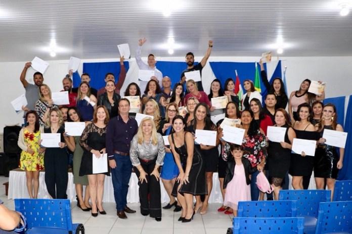 Cerca de 70 alunos dos cursos de beleza do CTC se formaram nesta segunda feira