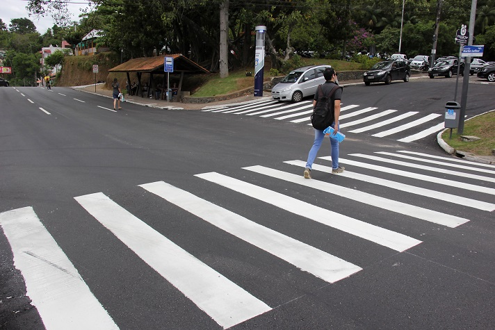 Pedestres e Condutores devem ficar atentos a faixa de pedestres
