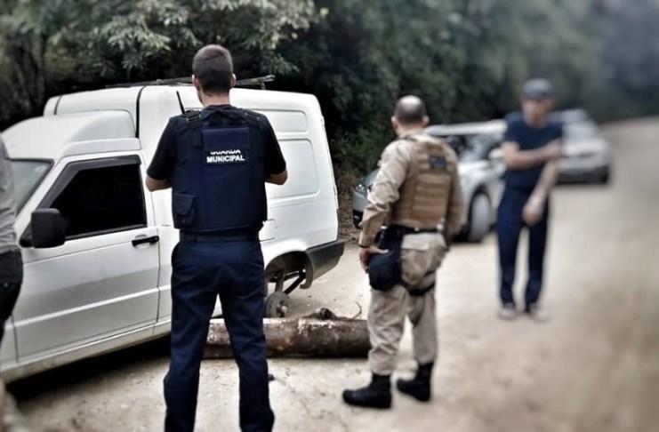 Guarda Municipal e PM encontram carro roubado no Espinheiros
