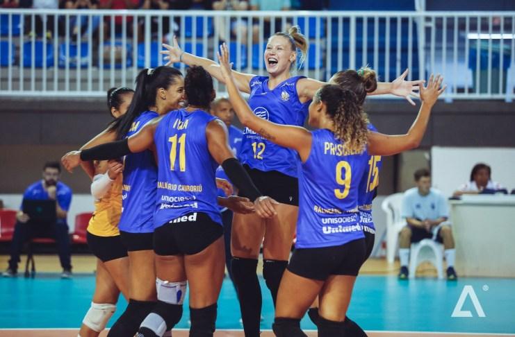 Medalhista olímpica busca patrocínio para montar time e levar vôlei feminino de Balneário Camboriú para elite