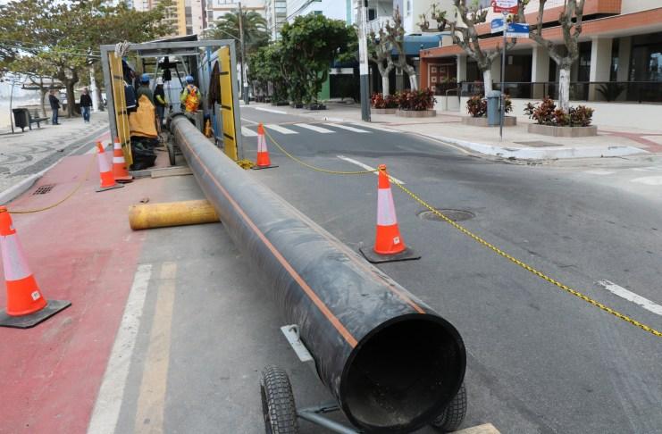 Começa instalação de tubos do Emissário na galeria da Avenida Atlântica