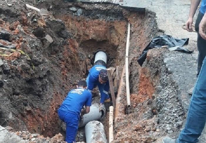 Rua Porto Rico recebe a troca de dez tubos de drenagem