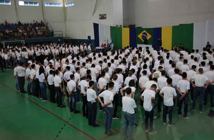 Juramento à Bandeira reuniu 350 jovens nesta terça feira
