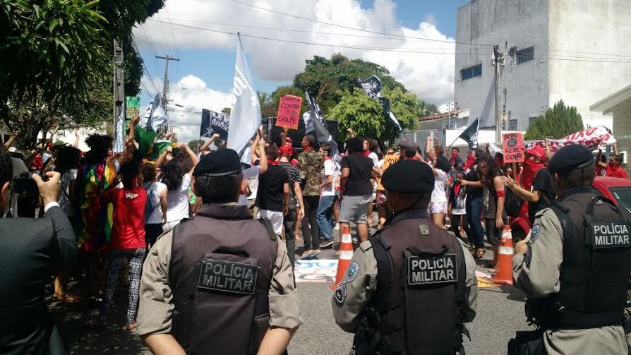 protesto do movimento levante  polular da juventude contra sergio moro em jaguaribe 2 - VEJA VÍDEO: Manifestantes protestam contra juiz Sérgio Moro durante evento na Paraíba