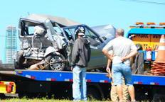 Fiat Uno teria sido atingido por um carro e arremessado contra outros veículos-Marcos Porto/Agencia RBS
