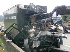 Veículo ficou completamente destruído-Salmo Duarte/Agencia RBS