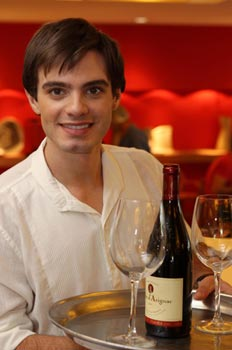 Personagem de Dener Pacheco era estudante de gastronomia em Caras e Bocas-Divulgação