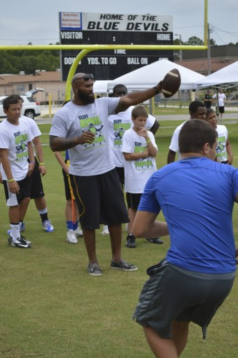 cliff_avril_2013_football_camp_1