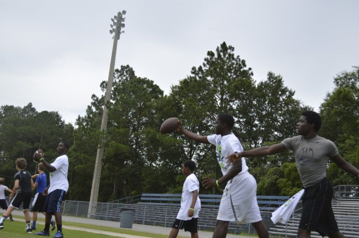 cliff_avril_2013_football_camp_10