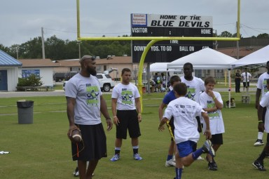 cliff_avril_2013_football_camp_2