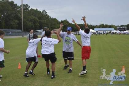 cliff_avril_2013_football_camp_17