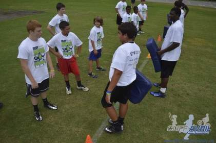cliff_avril_2013_football_camp_23