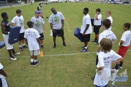 cliff_avril_2013_football_camp_34
