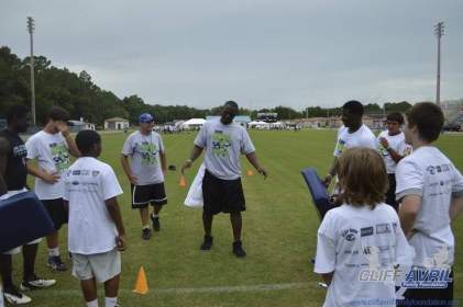 cliff_avril_2013_football_camp_35
