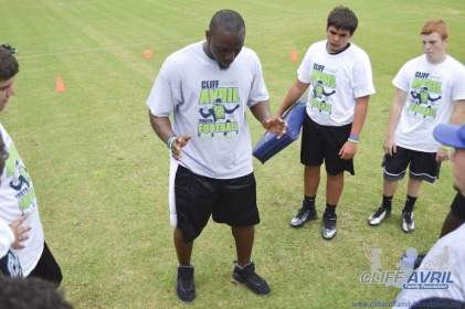 cliff_avril_2013_football_camp_52