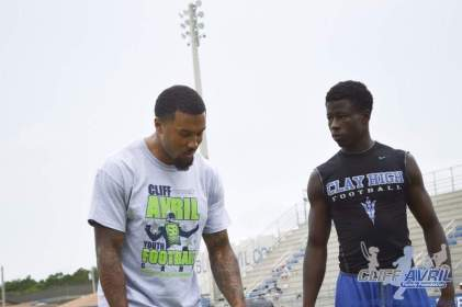cliff_avril_2013_football_camp_80
