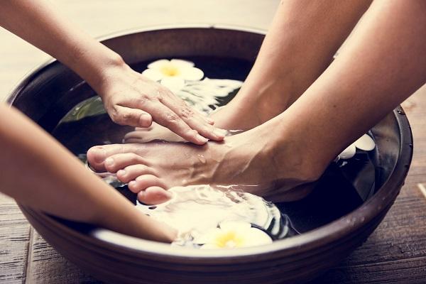 Podologia é cuidado com a saúde dos pés, manicure é o cuidado com a estética dos pés