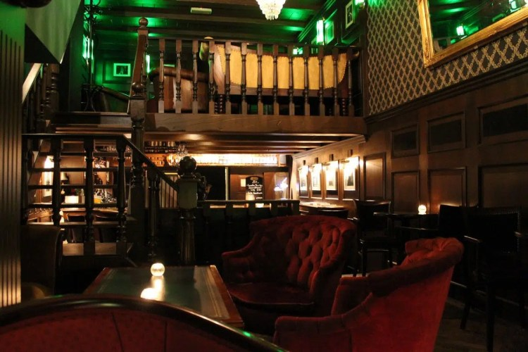 Cosy bars in Amsterdam Bar-Oldenhof Clink Hostles