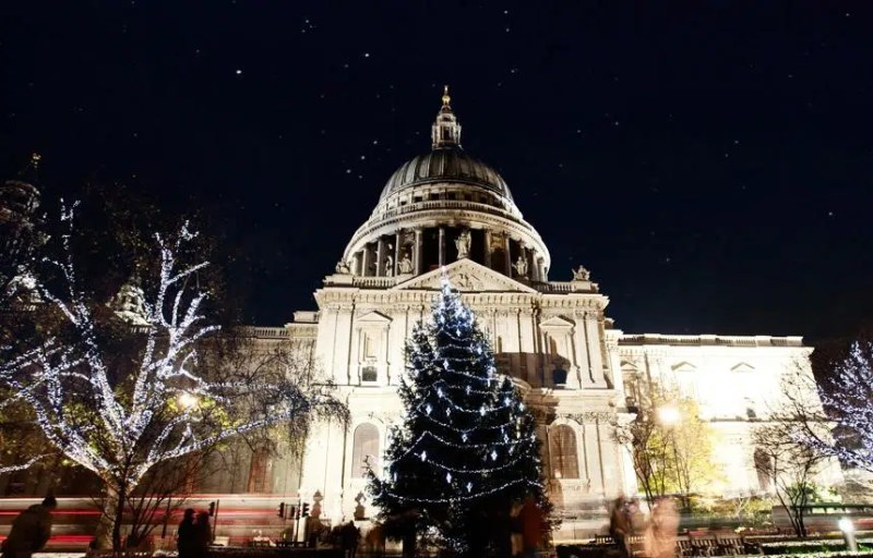 Christmas Carols How to Spend Christmas in London Clink Hostels
