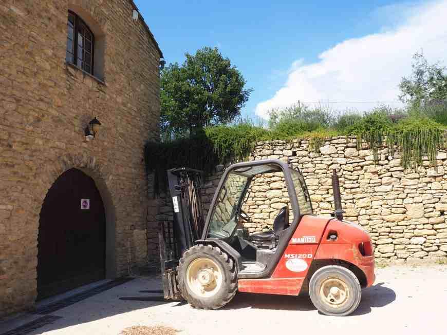 Domaine de Château la Canorgue dans le Luberon, Vaucluse. PACA. Outils