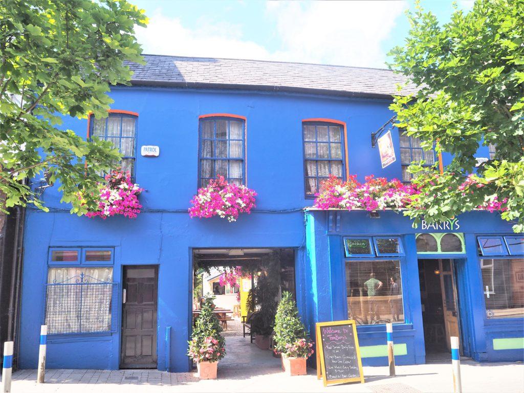 Mes bonnes adresses à Cork. Devanture du Tom barrys, Cork irlande clioandco