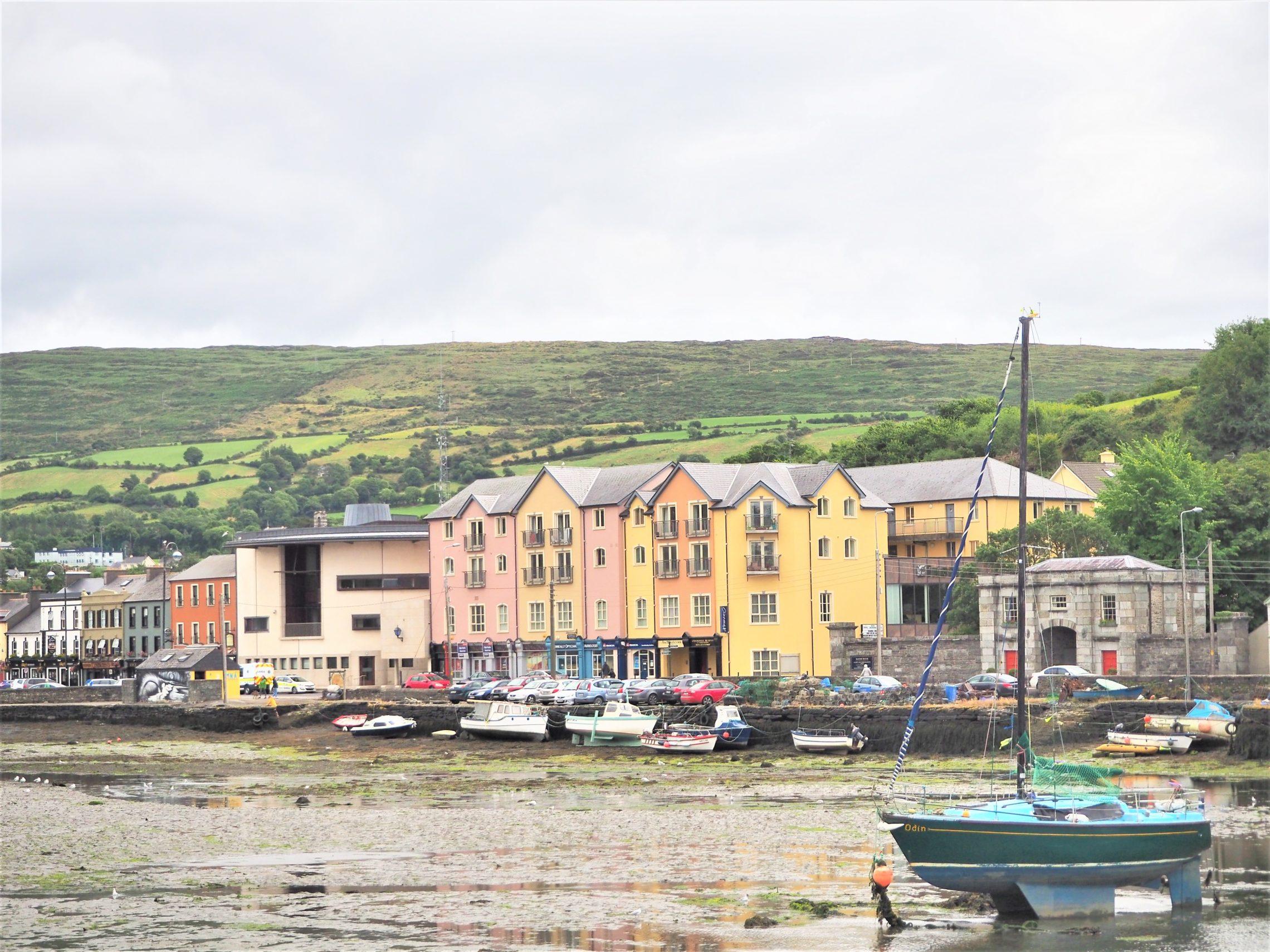 clioandco Bantry Village West Cork village vue 3