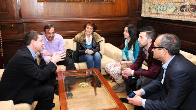 El alcalde de Toledo, Emiliano García-Page, ha felicitado personalmente en un encuentro a la karateka toledana María Espinosa por su clasificación en el Campeonato Europeo