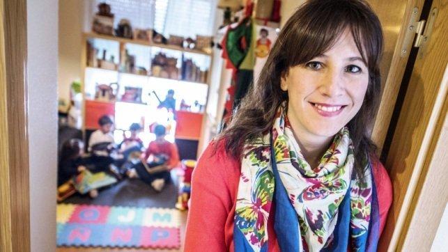 Laura Bermejo es una de los cuatro jóvenes vinculados al ámbito de las letras y los niños que han puesto en marcha un proyecto que promueve la escritura para los más pequeños - EFE/Ismael Herrero