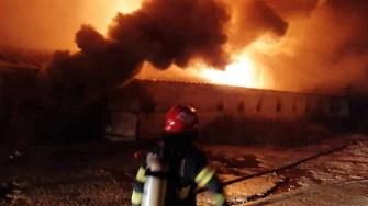 Incendiu la o hală nepopulată din comuna Modelu. FOTO ISU Călărași