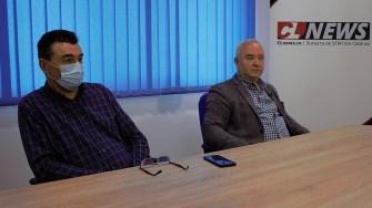 Primarul comunei Dragalina, Marian Gabriel Stanciu și secretarul general Gabriel Popescu. FOTO Paul Alexe