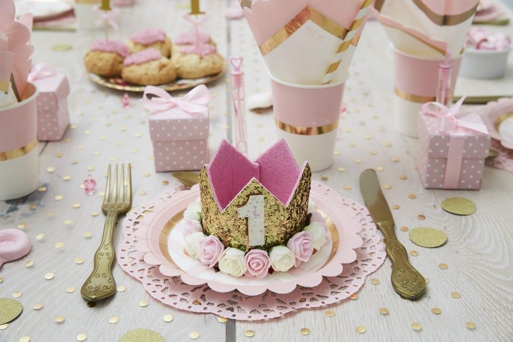 lyserød børnefødselsdag