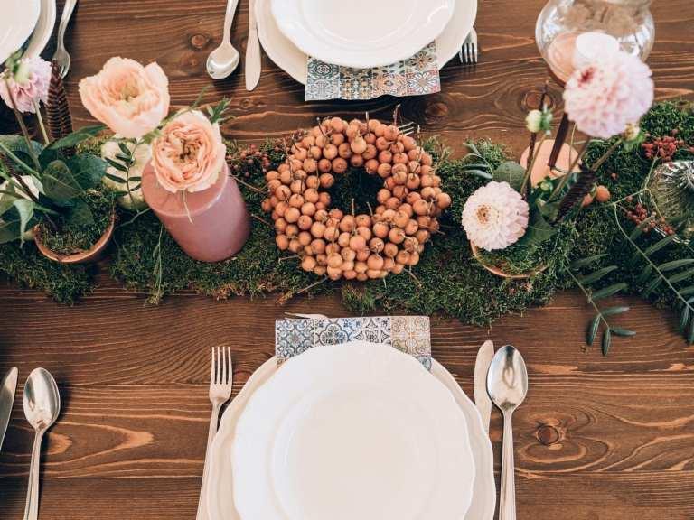 lyserød efterårsbryllup, borddækning