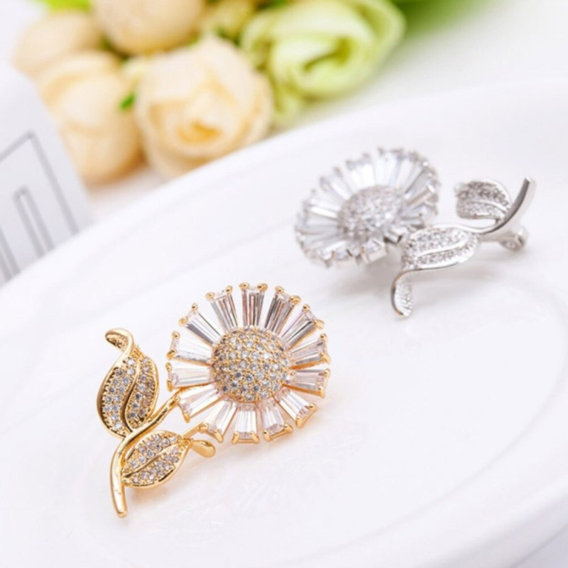 Sun Flower Adorn Article Romantic Clovers Personality Lady Pectoral Brooch CLOVER JEWELLERY