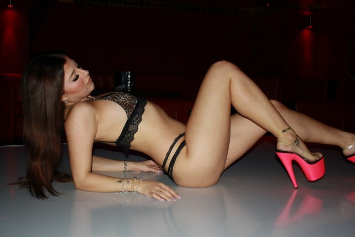 Sexy Girls im Club Clöeopatra Berlin Nachtclub und Bordell