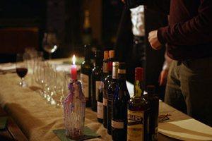 cena con vino e wisky